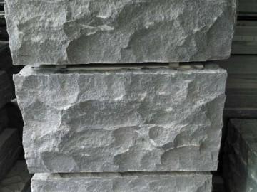 芝麻黑自然面石材
