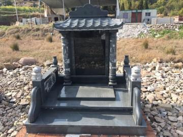芝麻黑墓碑石
