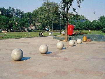 石球广场挡车球