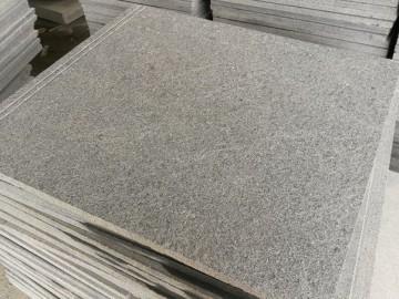 芝麻黑火烧板+防滑条拉槽-- 长泰县胜达石材
