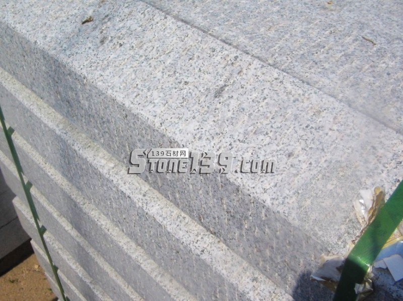 五莲花剁斧面路沿石-- 超博石材有限公司