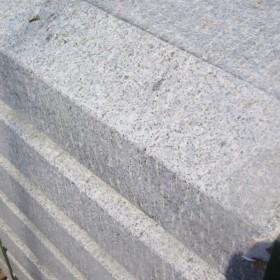 五莲花剁斧面路沿石