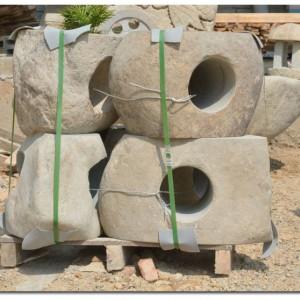 石材桌子配四把石椅