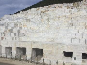 梅恩石业-爵士白大理石矿山荒料资源实拍