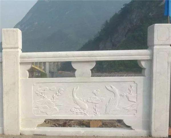下面139石材网小编就给大家介绍一下石栏板的雕刻图案以及寓意