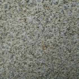 河南春水黄锈花岗岩(G682)石面米黄、质地坚硬