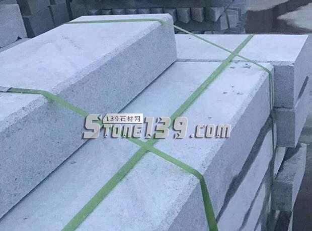 河南芝麻白路沿石 泌阳花岗岩路牙子供应-- 泌阳县春水丰达石材厂
