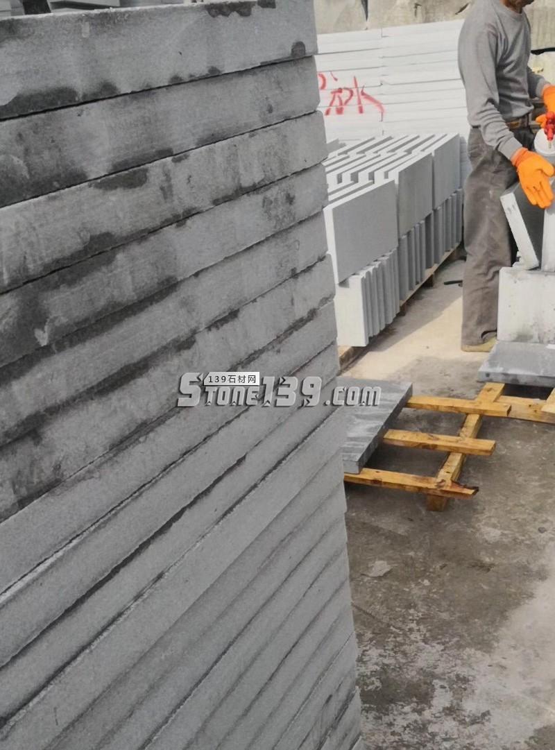 罗田灰麻路沿石 地铺 成品 厚板现货供应-- 罗田地皇石材有限公司