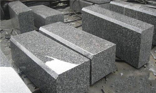 罗田芝麻灰路沿石DH-012-- 罗田地皇石材有限公司