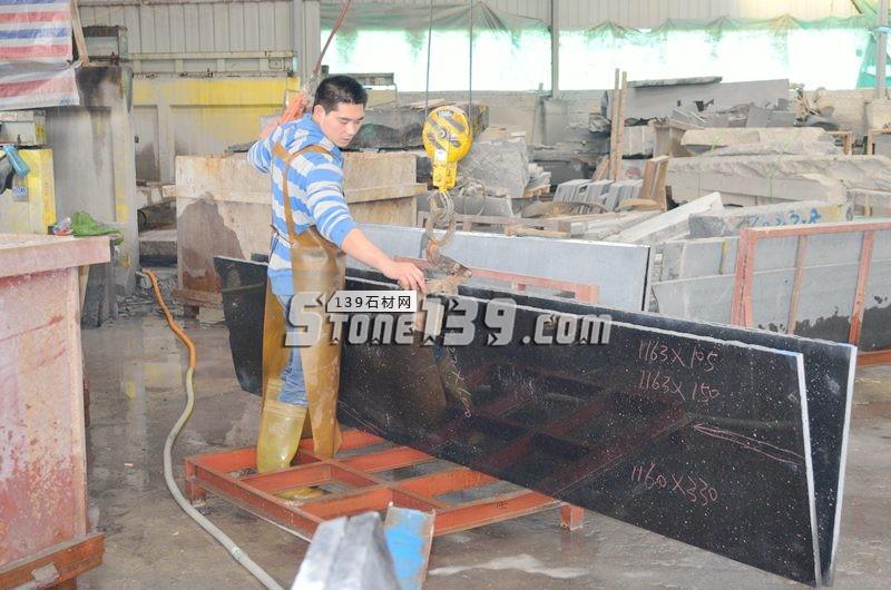 60头磨光板黑金沙加工 厨房台面加工-- 阿俐石材有限公司