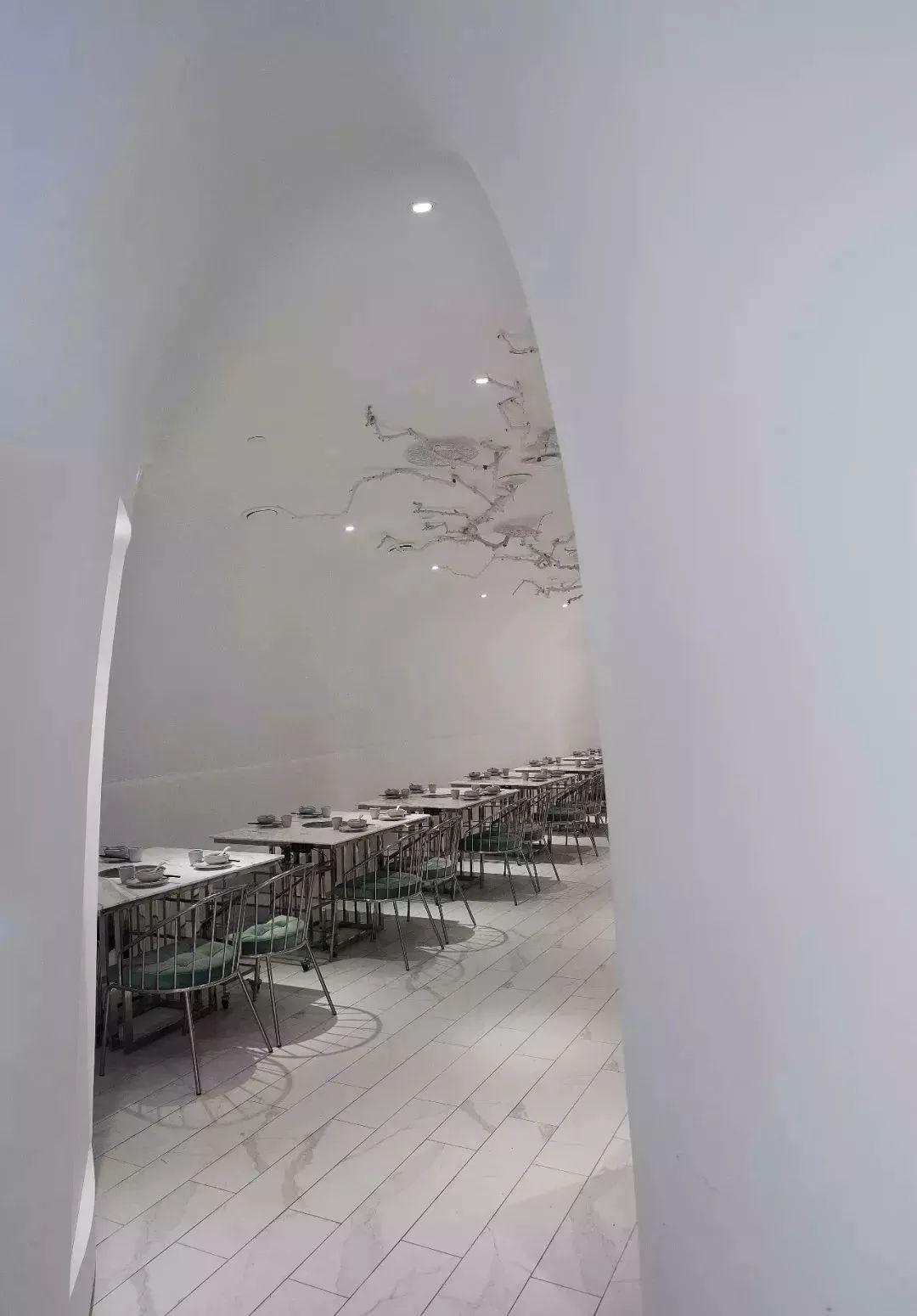 """带您看看上海一家时尚火锅餐厅用""""爵士白大理石""""打造的内装视觉"""