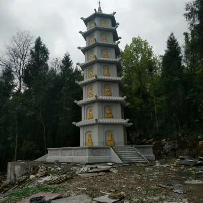 白色石材雕刻的佛塔 石塔雕刻 金身佛像