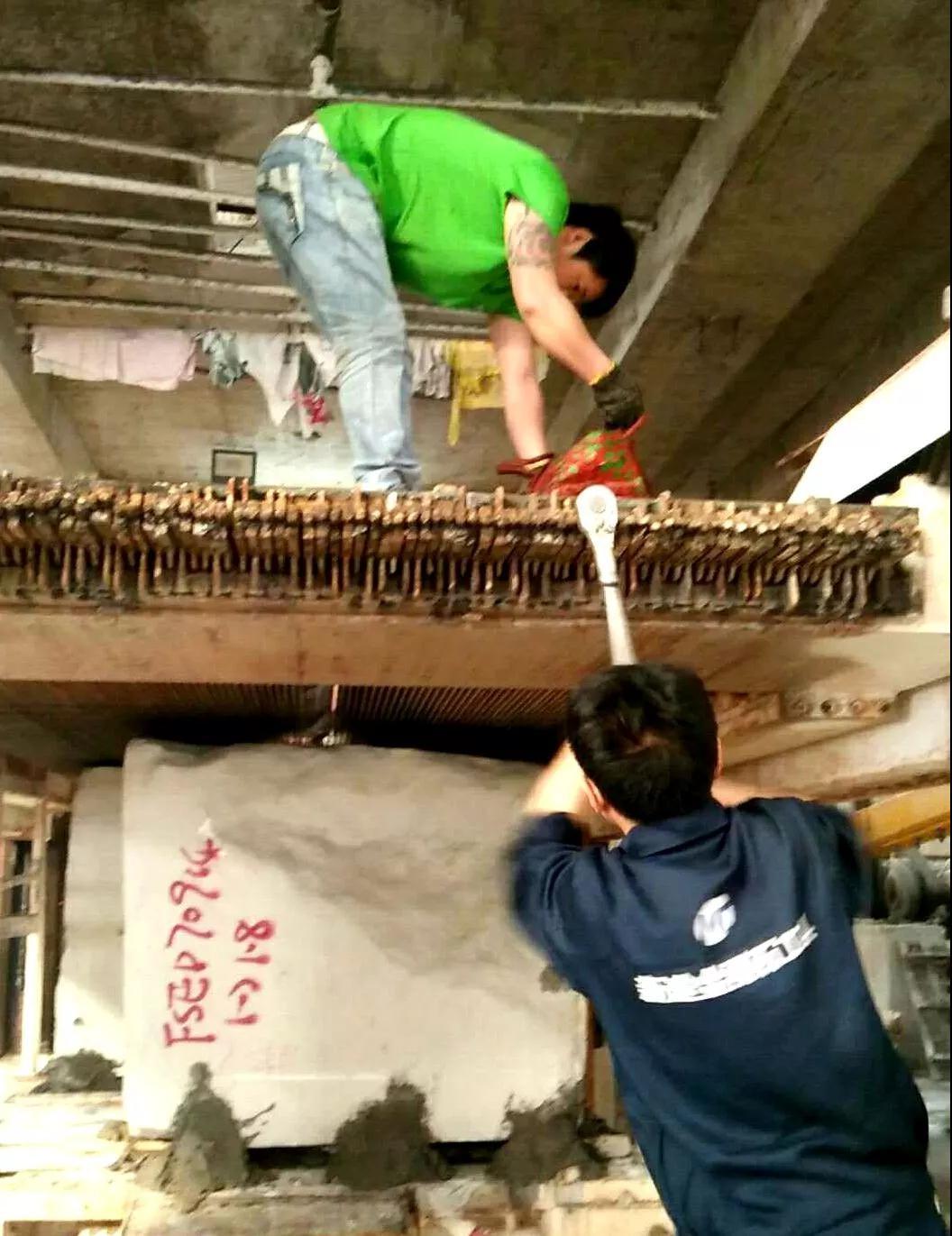 在大理石切割加工中负重前行的一群人---记新途排锯员工的一天