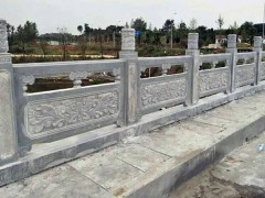青石栏杆园林景观河道护栏应用图片