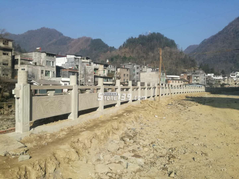 河堤青石栏杆