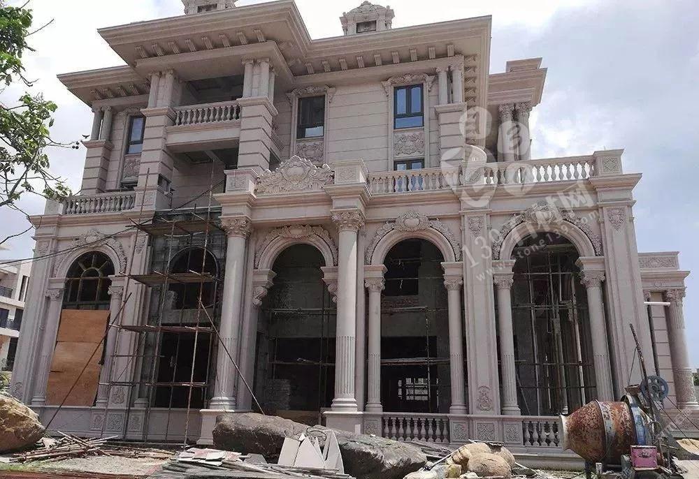 在农村现在还流行盖的别墅用的是欧式石材门头