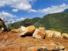 广东梅州青石矿山荒料开采
