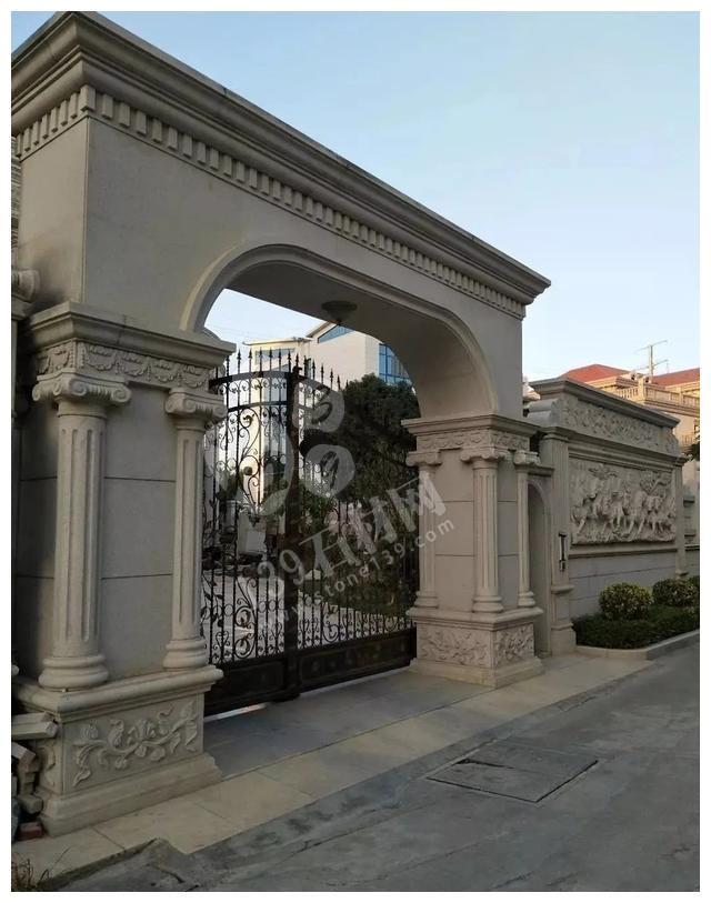 别人家的大门和围栏让人羡慕不已,全用大理石,华丽又大气