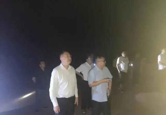 河南南阳市方城县开展矿山开采及石材加工企业突击暗访夜查