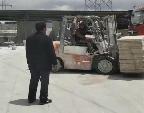 拉萨市堆龙德庆区乃琼街道推进石材加工厂片区搬离