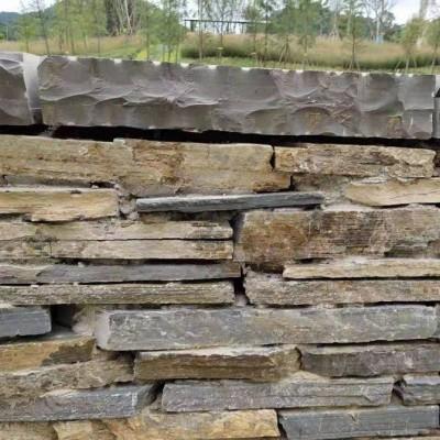 锈板条石围墙