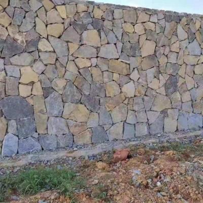 青石锈板垒墙