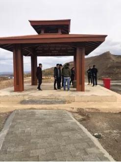 北京市建设工程物资协会建筑石材分会带领专家到承德地区矿山进行实地考查