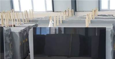 """墓碑中的""""爱马仕""""丨山西黑石材,十年涨10倍,比房价涨的还快"""