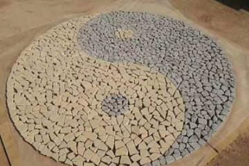 花岗岩地铺石这么漂亮可能是用到了冰裂纹和马蹄石小方块